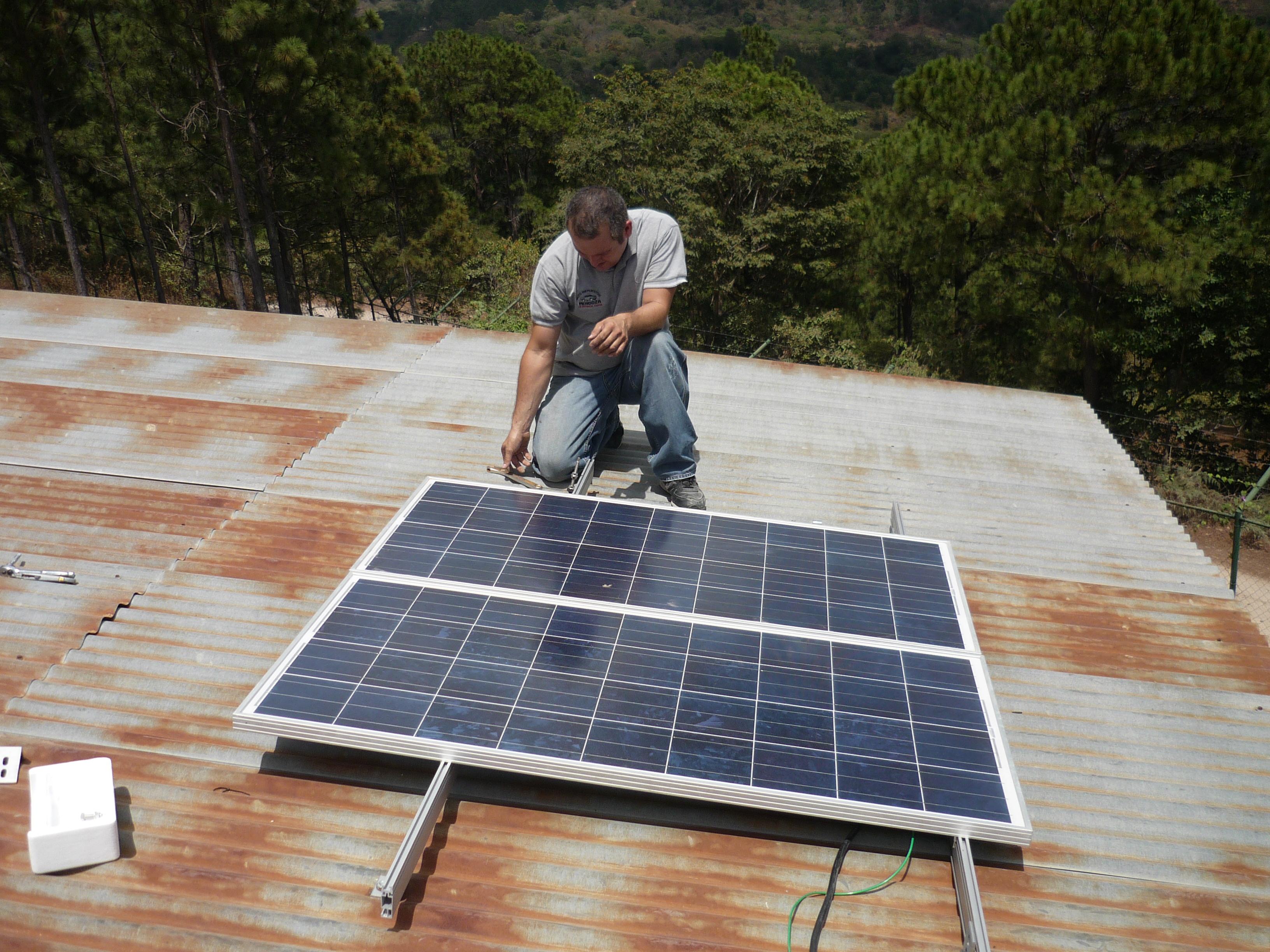 Instalación Páneles Solares